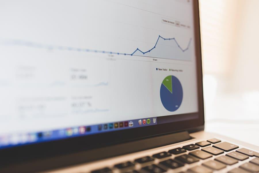 Gráfica de Google Analytics en ordenador portátil