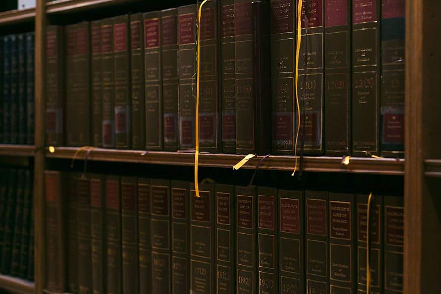 Enciclopedia en estanterías